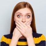 Rapariga com mau hálito